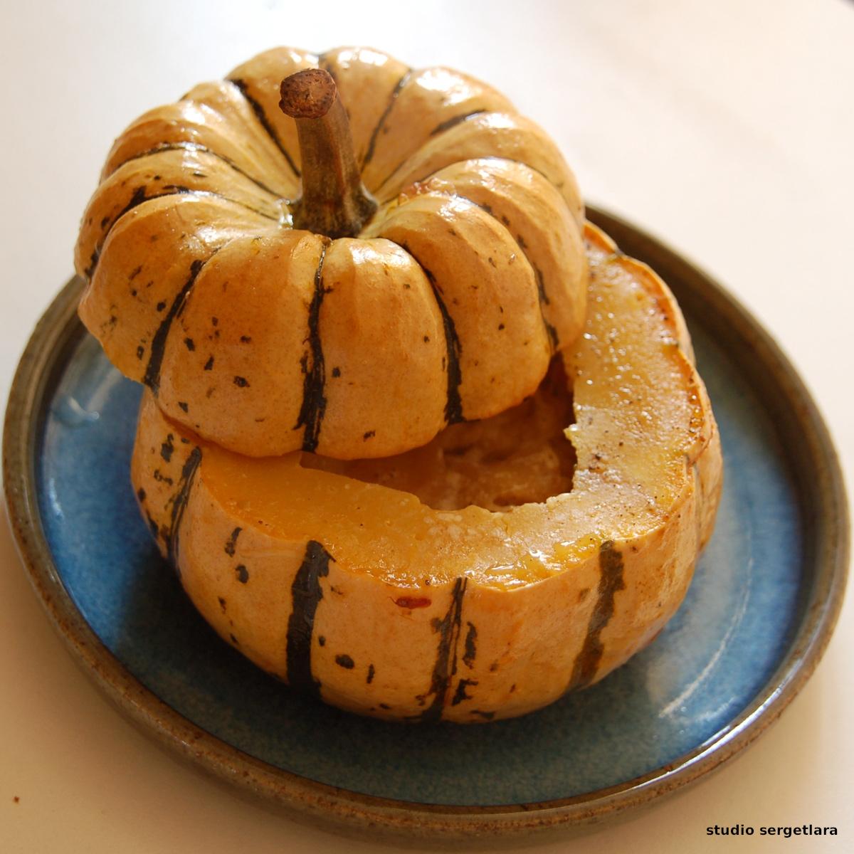 """Courge """"crème de noisette"""" farcie aux pommes."""