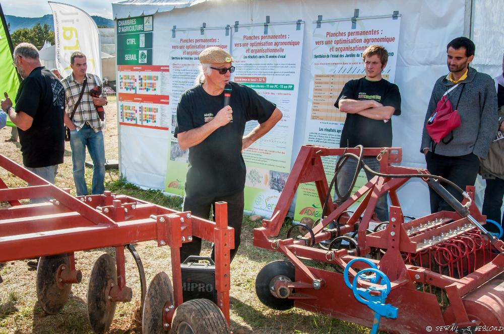 Tech&Bio 2013 démonstration de matériel pour planches permanentes auto-construit en stage