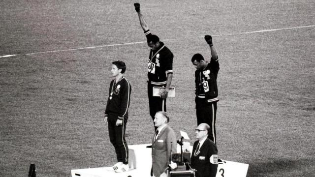 1° Tommie Smith 2° Peter Norman 3° John Carlos